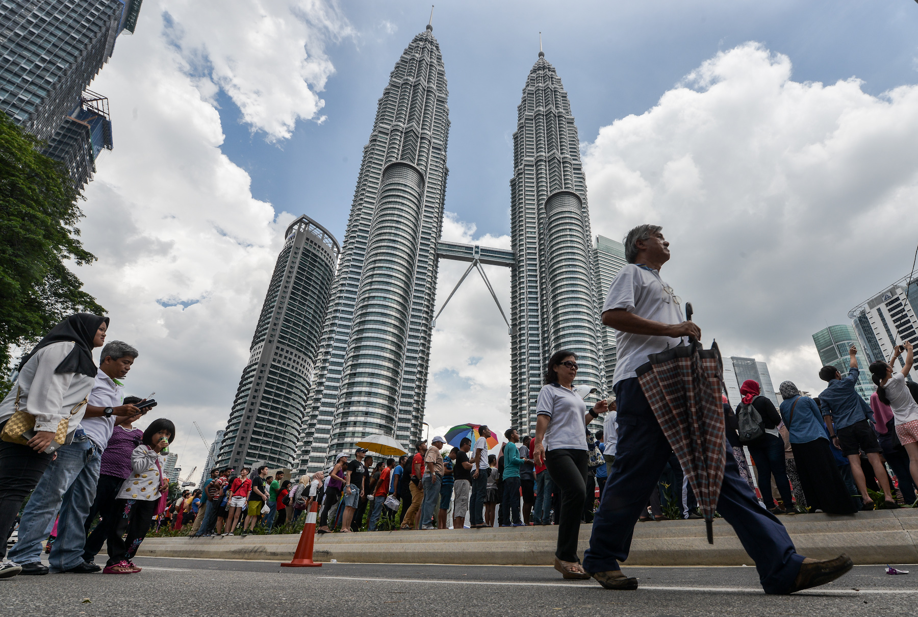 Big drop in real salary increase for Malaysians next year