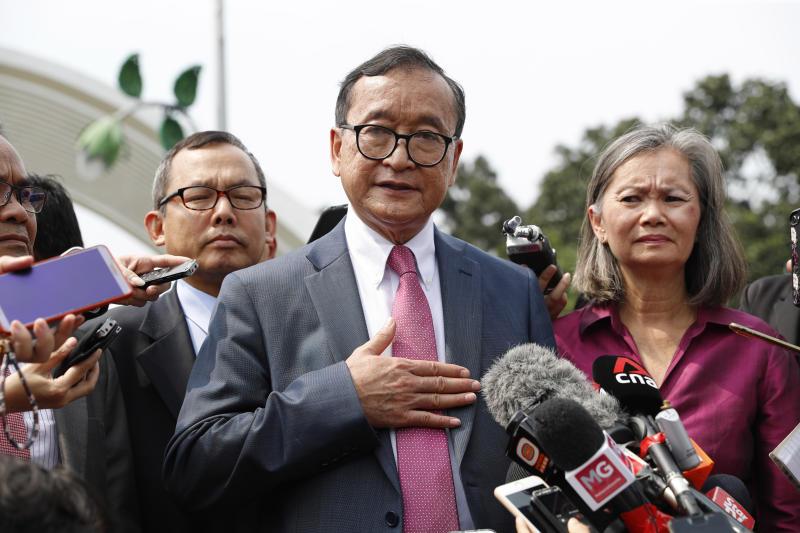 Cambodia's Sam Rainsy meets Malaysian MPs in democracy push
