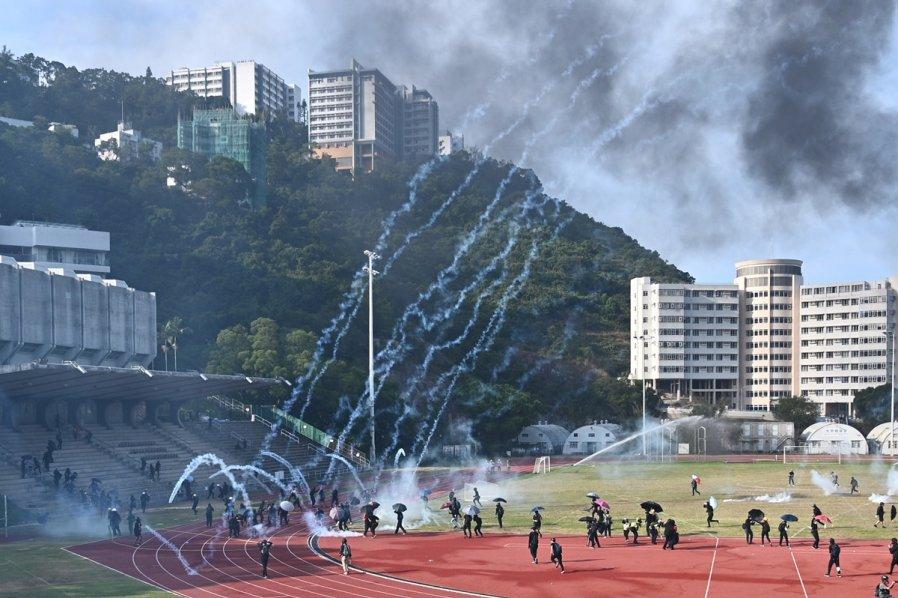 马大学生会等逾20团体声援学界 谴责港警对港大学攻击