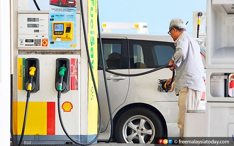 Economist calls for looser rules on petrol prices