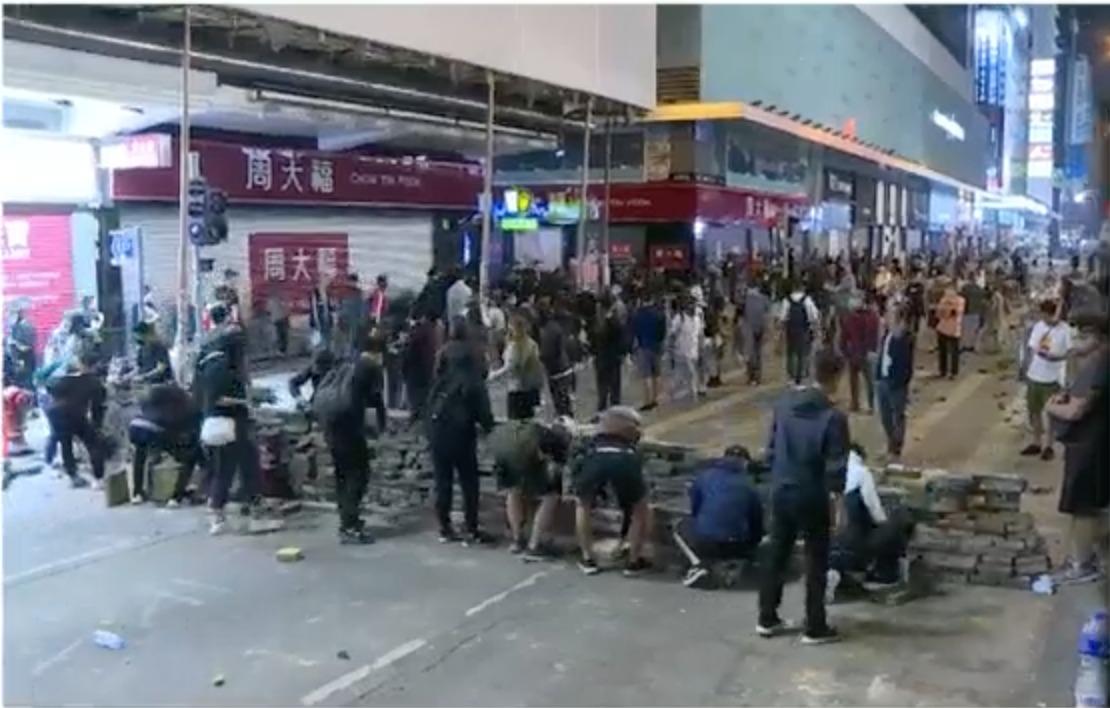 【大三罢】示威者多区聚集 警旺角屯门连环施放催泪弹驱散