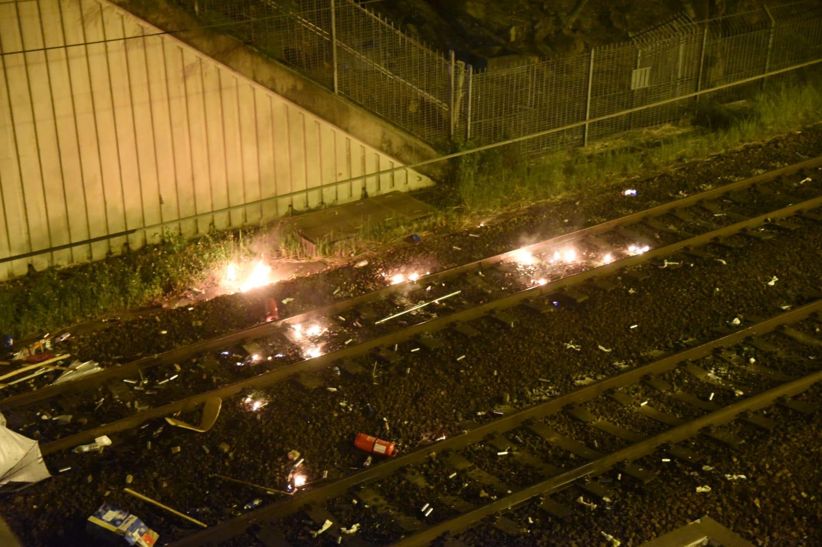 【大三罢】路轨清晨遇袭 有人从中大二号桥上掷易燃物