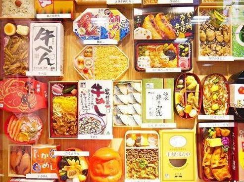 """看了中国的火车盒饭,再看日本的,网友:没有对比就没有""""伤害"""""""