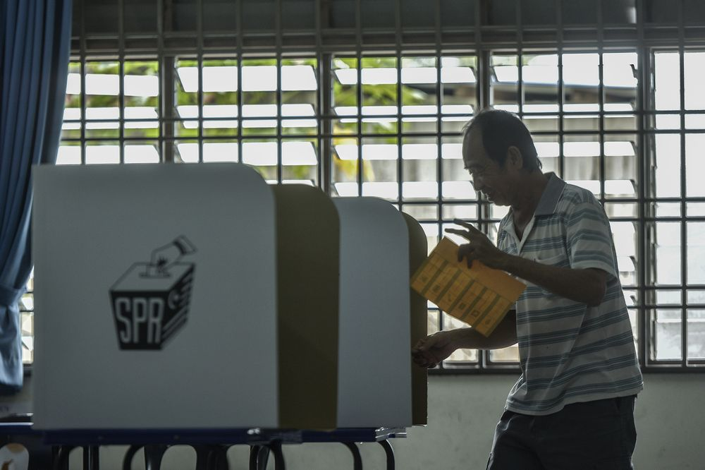 Police investigates four cases of identity thefts at the Tanjung Piai by-election
