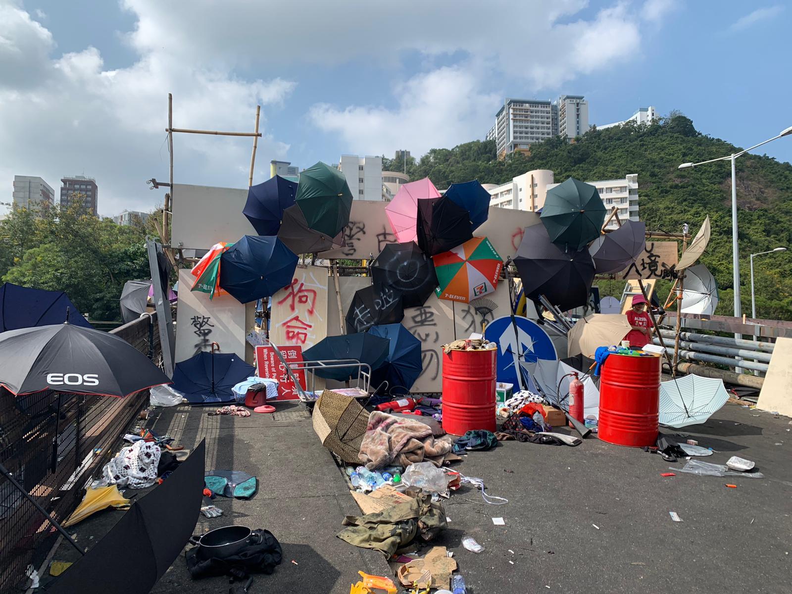 【大三罢】连场示威后中大校园一片狼藉 遍地垃圾