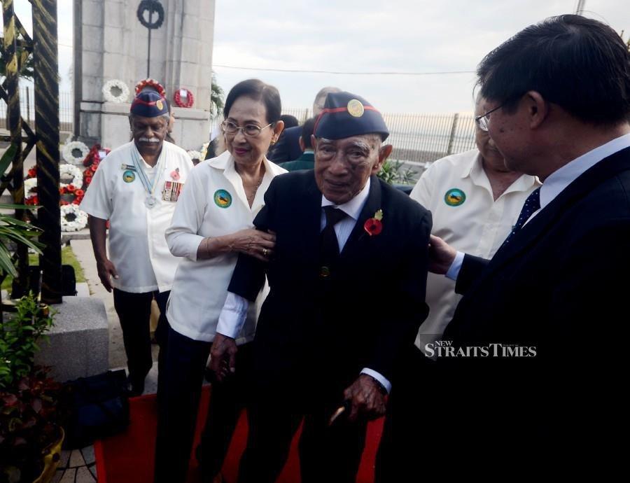 Last surviving World War II veteran pays tribute to war heroes