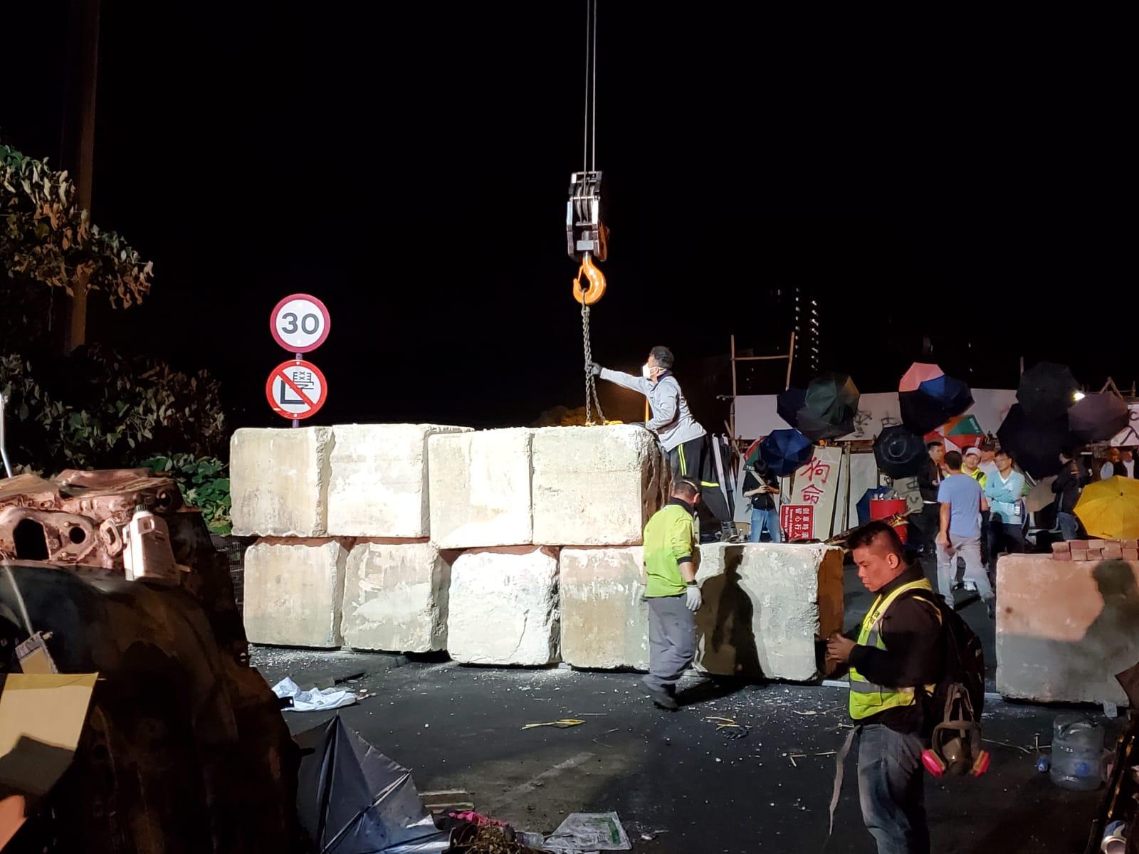 【大三罢】港府石趸封中大二号桥 防吐露港公路再被堵