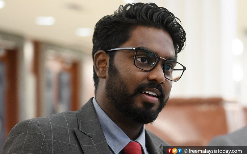 Cops seek witnesses after Prabakaran's MPV pelted with eggs