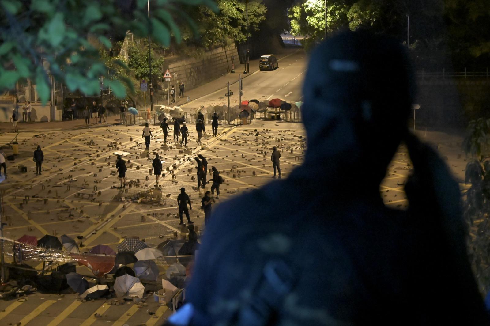 【大三罢】防暴警旺角射催泪弹 驱散示威者