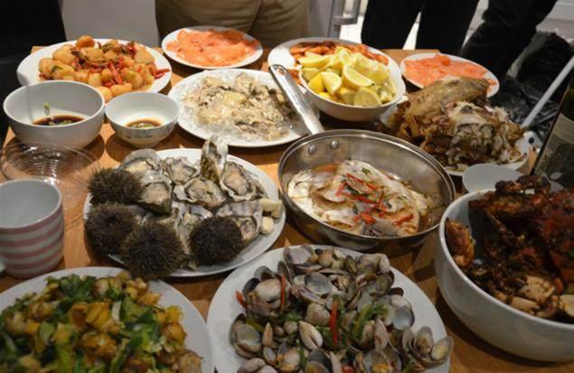 韩国学生向中国山东留学生炫耀韩国料理,山东孩子只回了一张照片