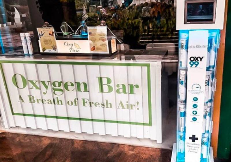 Indian businessman sells clean air at oxygen bar