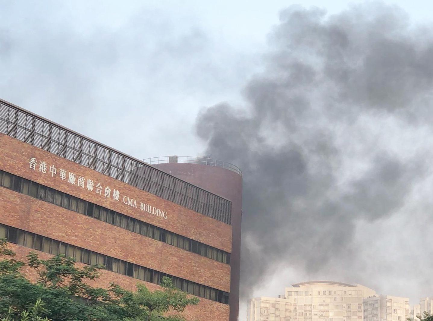 【修例风波】理大香港中华厂商联合会楼起火 传出多下爆炸声