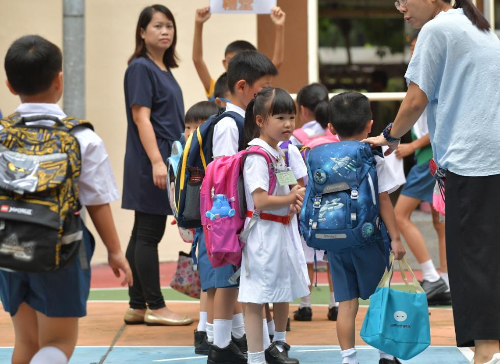 教育局:全港中小学及部份特殊学校明日復课
