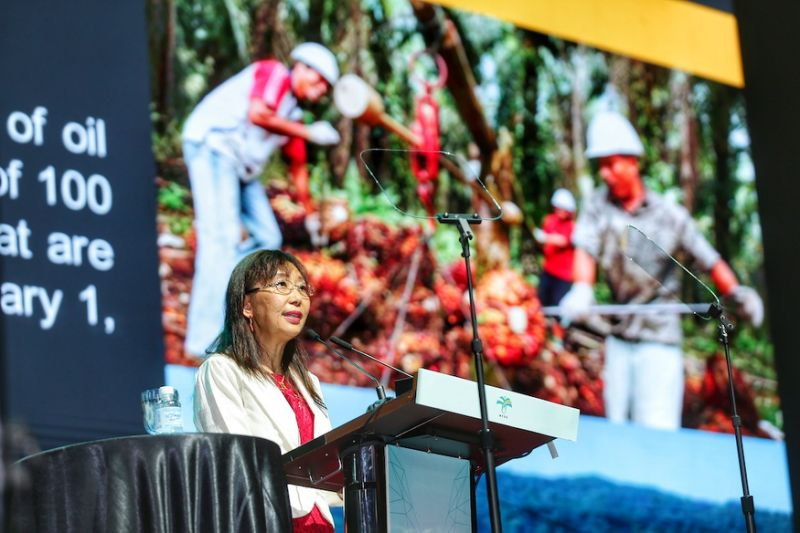Get certified by Jan 2020 or risk losing licence, minister tells oil palm farmers