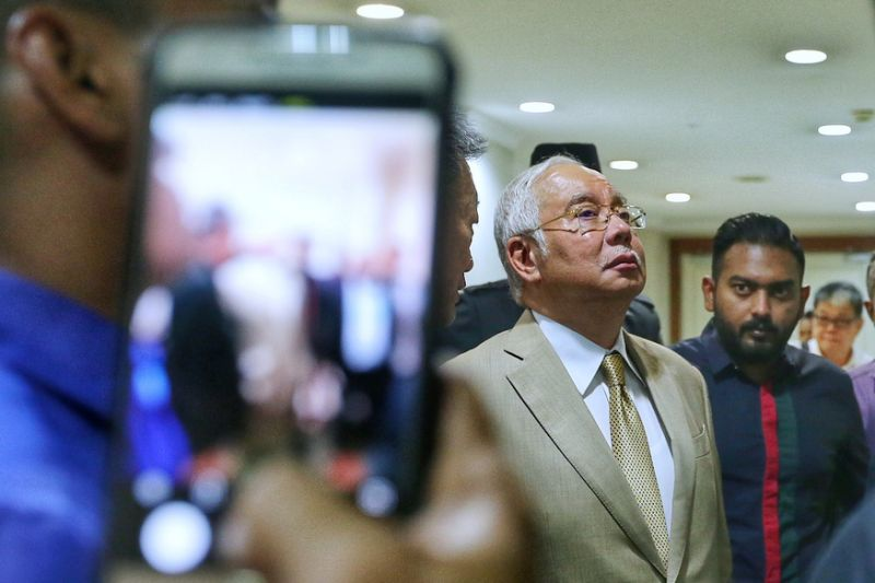 Najib agrees Umno reps who met Azmin, including cousin, should face disciplinary squad