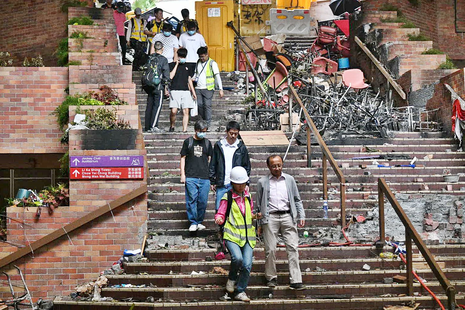 【修例风波】城大:数名学生仍留守理大 促尽快和平离开