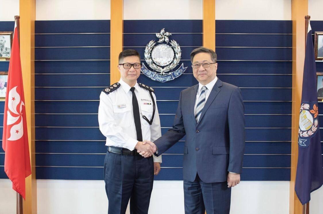 邓炳强今上任 警fb发文感谢卢伟聪付出及贡献