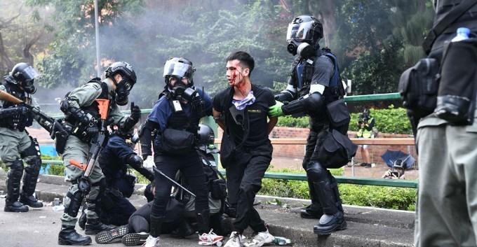理大示威者陆续自首 逾70人受伤送院
