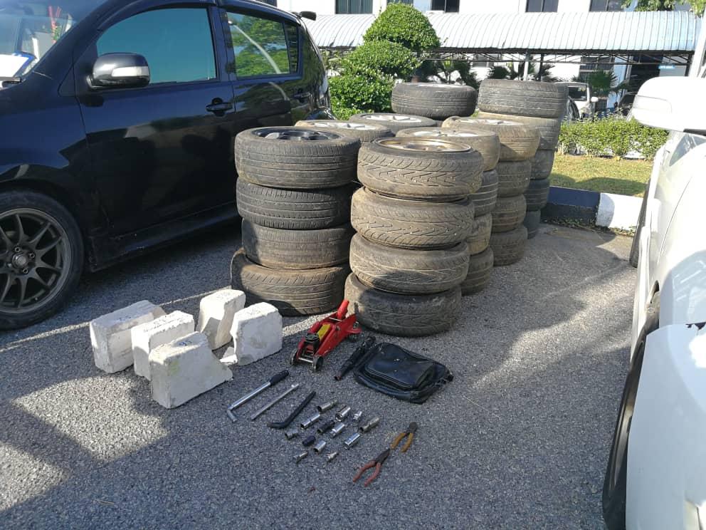 4男偷汽车轮胎及轮圈网售 遭警捣破全数落网