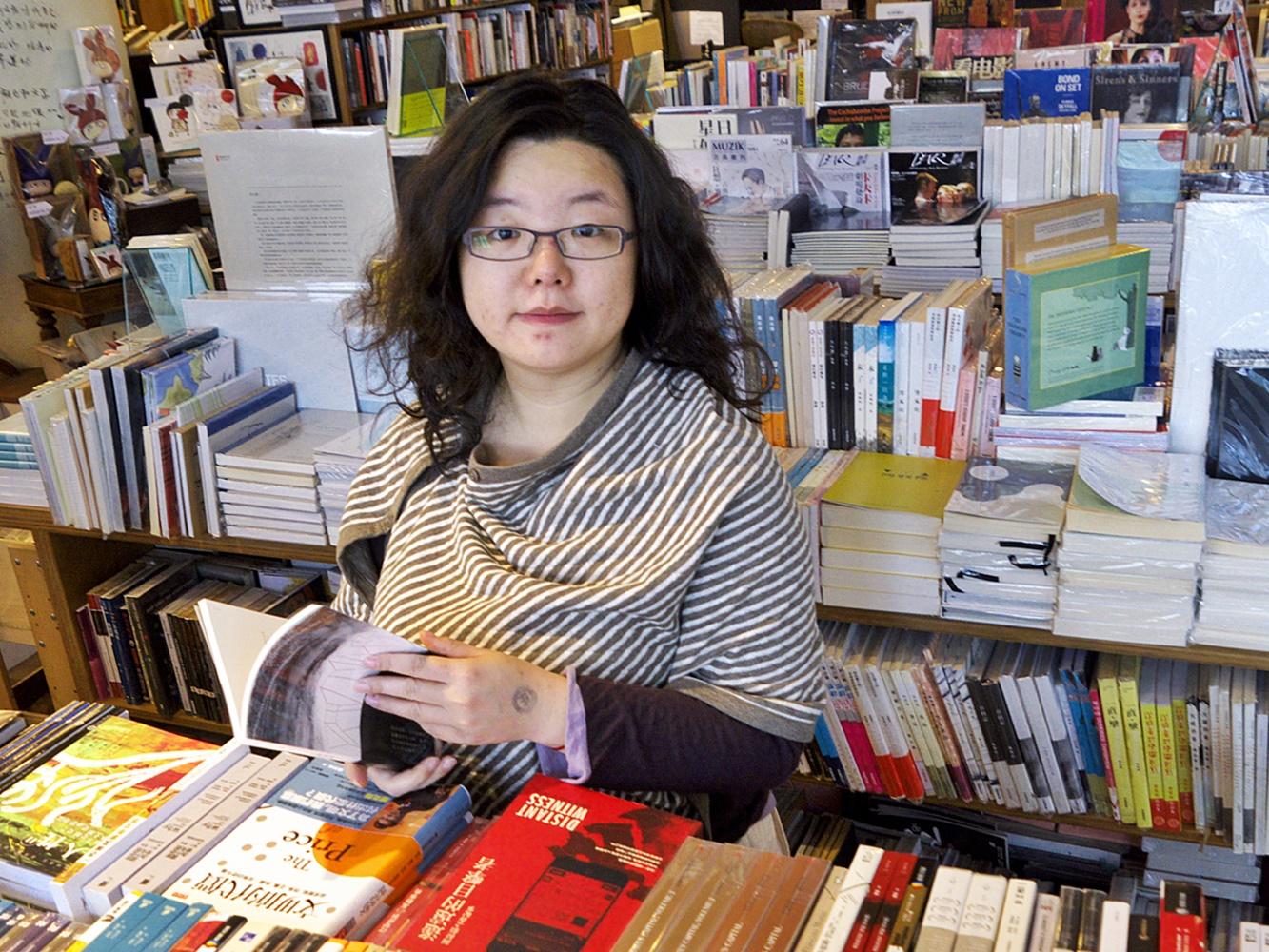 作家邓小桦理大被捕 透过Facebook「报平安」