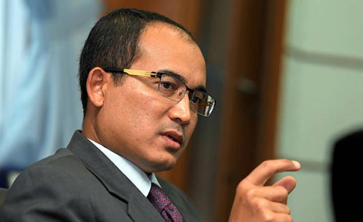 Datuk among nine arrested over fake foreign worker cards