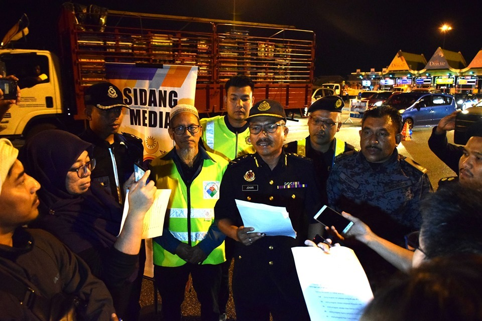 泰女讲马来语扮大马人 官员叫唱国歌即破功