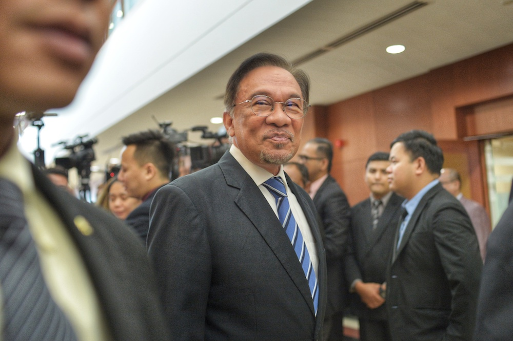 Pakatan to move no-confidence vote against Dr M? Anwar says a bluff, leaders solidly behind PM