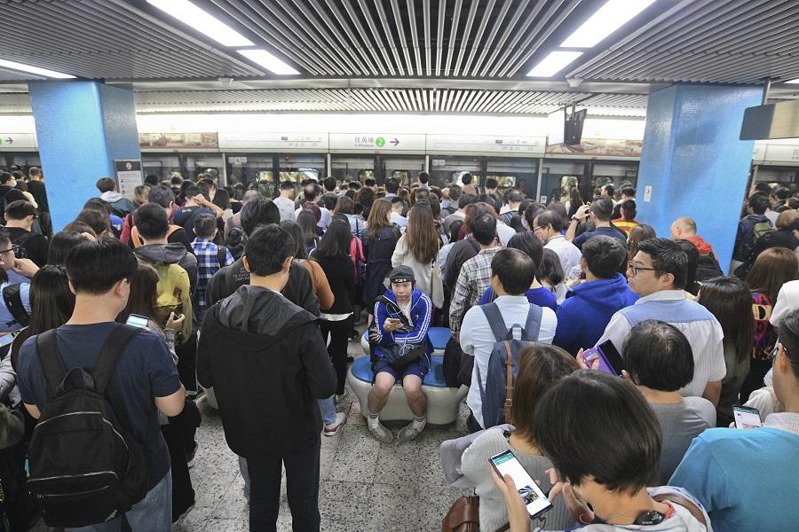 东华三院指5名属校学生阻碍港铁 将记过处分绝不容违法