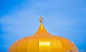 Teachers in Quebec file suit against religious symbol ban