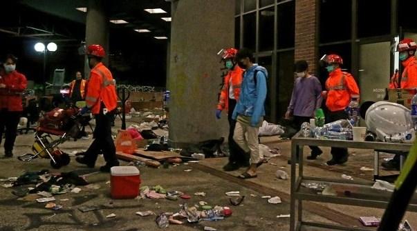 修例风波:13男女凌晨离开理大校园送院