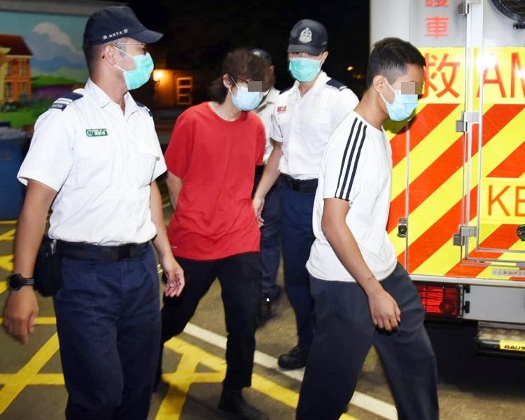 【修例风波】13男女凌晨离开理大校园 救护员陪同送院
