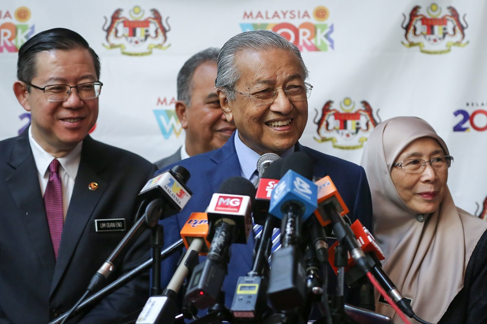 Agreeing with Anwar, Dr M says those aiming to be PM should use proper route