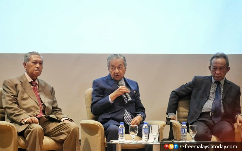 Dr M brushes off call for Guan Eng to be dropped from Cabinet
