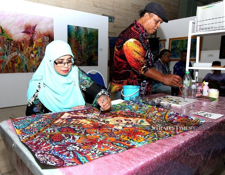 Maybank pays tribute to the art of 'Batik'