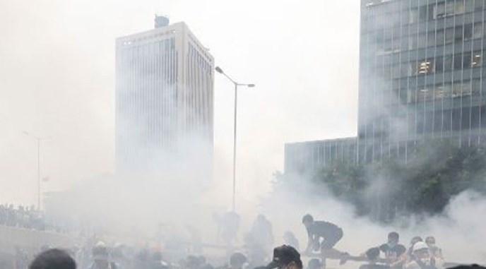 催泪弹波及社区累及孩子 港家长请愿吁警勿使用