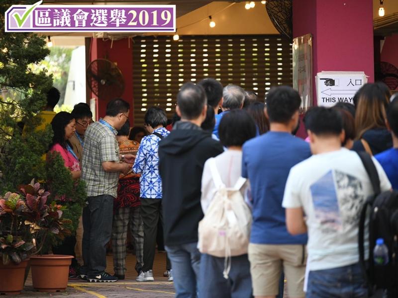 【区会选举】截至早上9时接获744宗投诉 近半涉选举广告