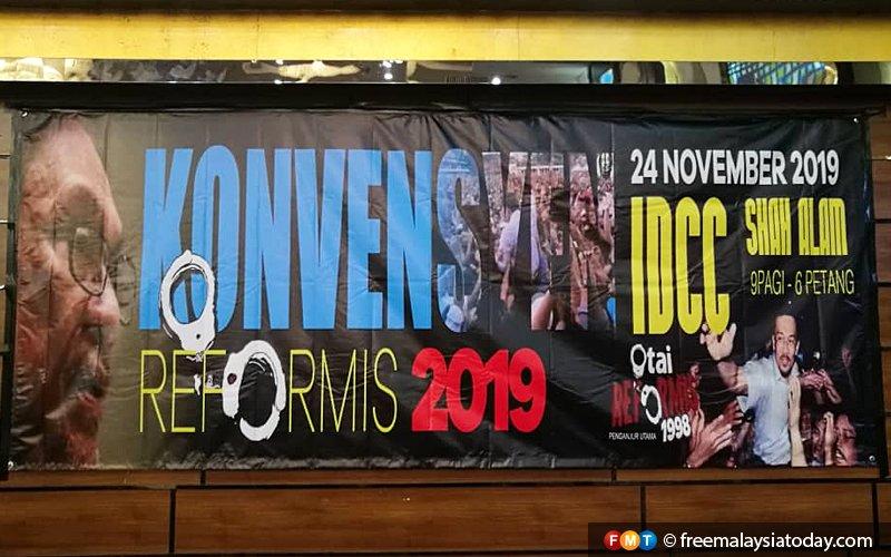 'Otai' unhappy Anwar Ibrahim banners taken down