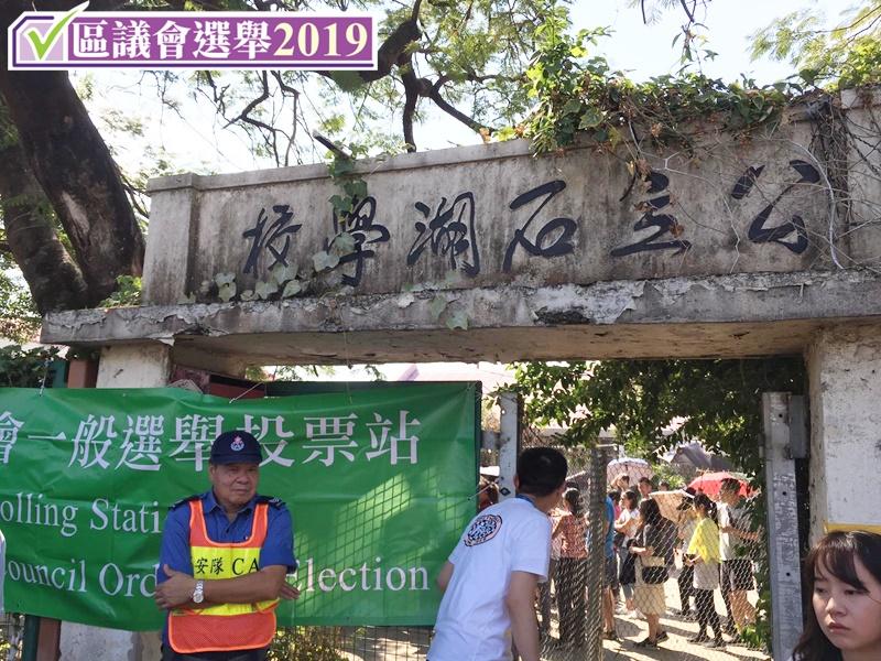 【区会选举】指未见过票站现人龙 80后选民:感动政治参与度提升