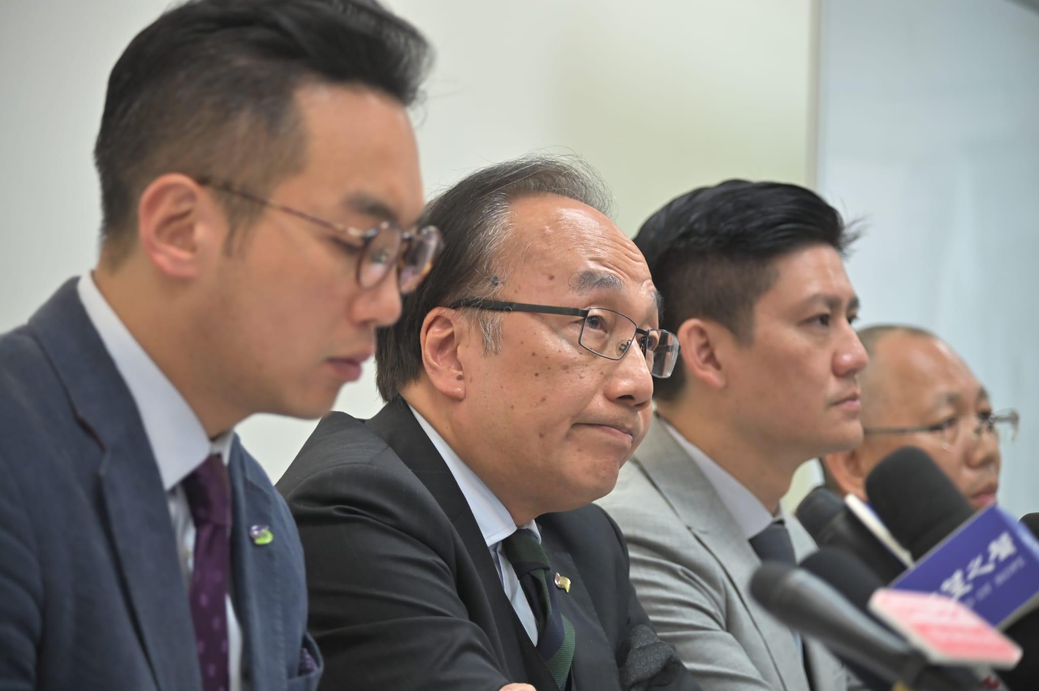 【区会选举】公民党梁家杰促官员总辞 警撤出理大