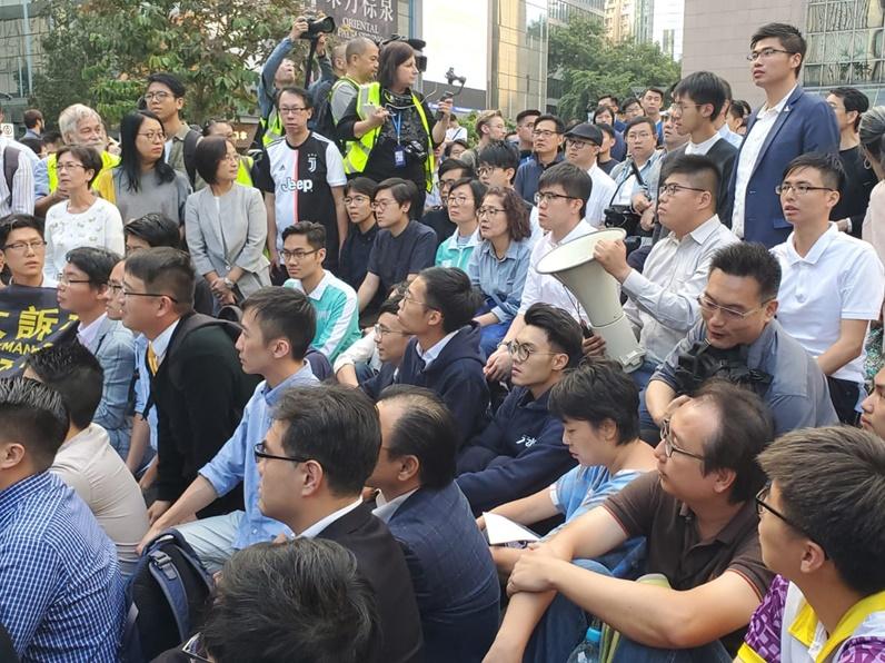 【修例风波】民主派区选当选人集会 声援理大留守人士