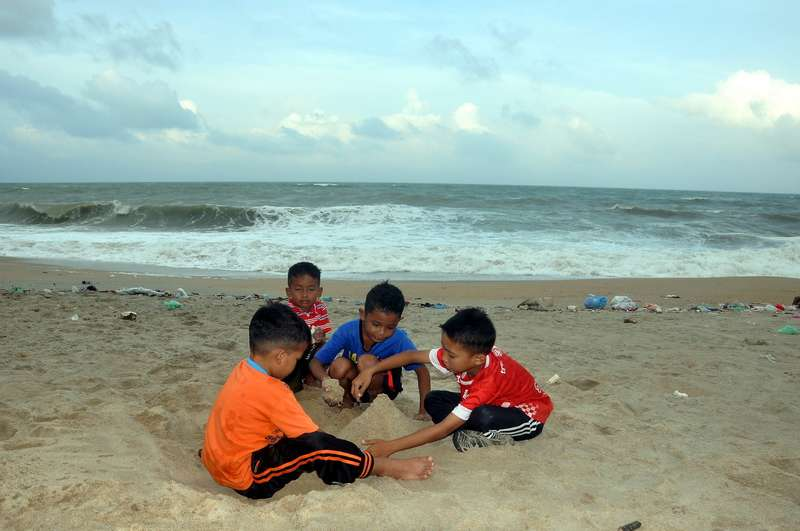 Terengganu Civil Defence Force: More coastal lifeguards at tourist spots to prevent drowning