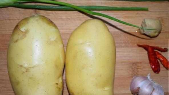 教你一种土豆的新做法老公说一人5碗都能吃得下去