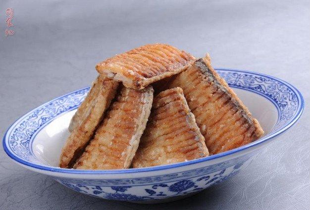 炸带鱼时,别再用淀粉和面粉了!换成它,带鱼外酥里嫩,还没腥味