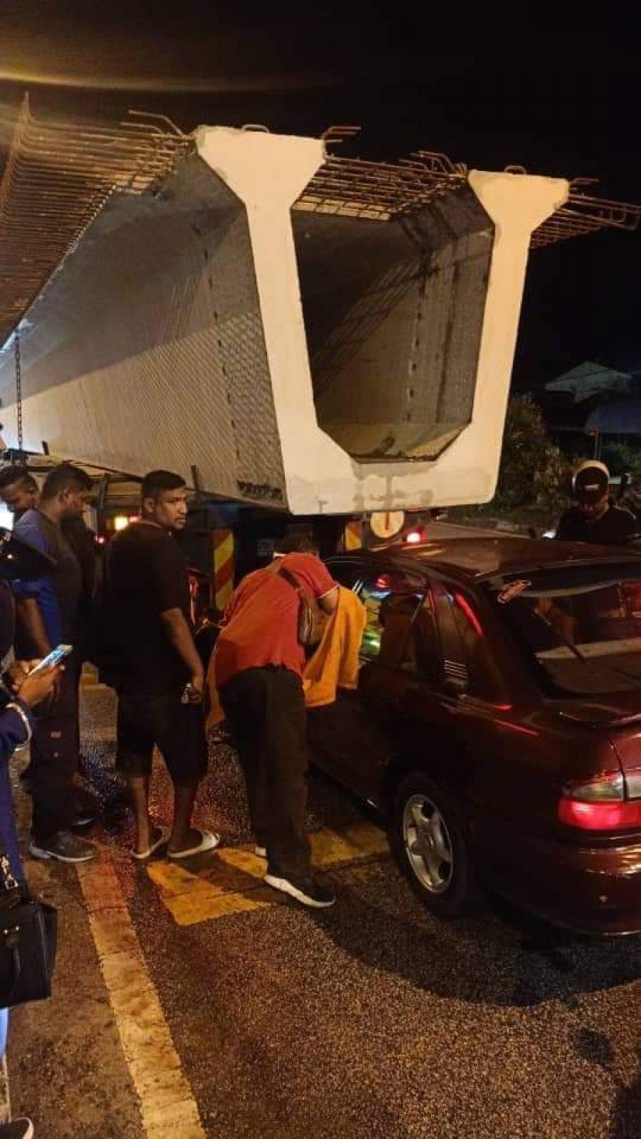 轿车撞载水泥柱拖格罗里 酿1死2伤