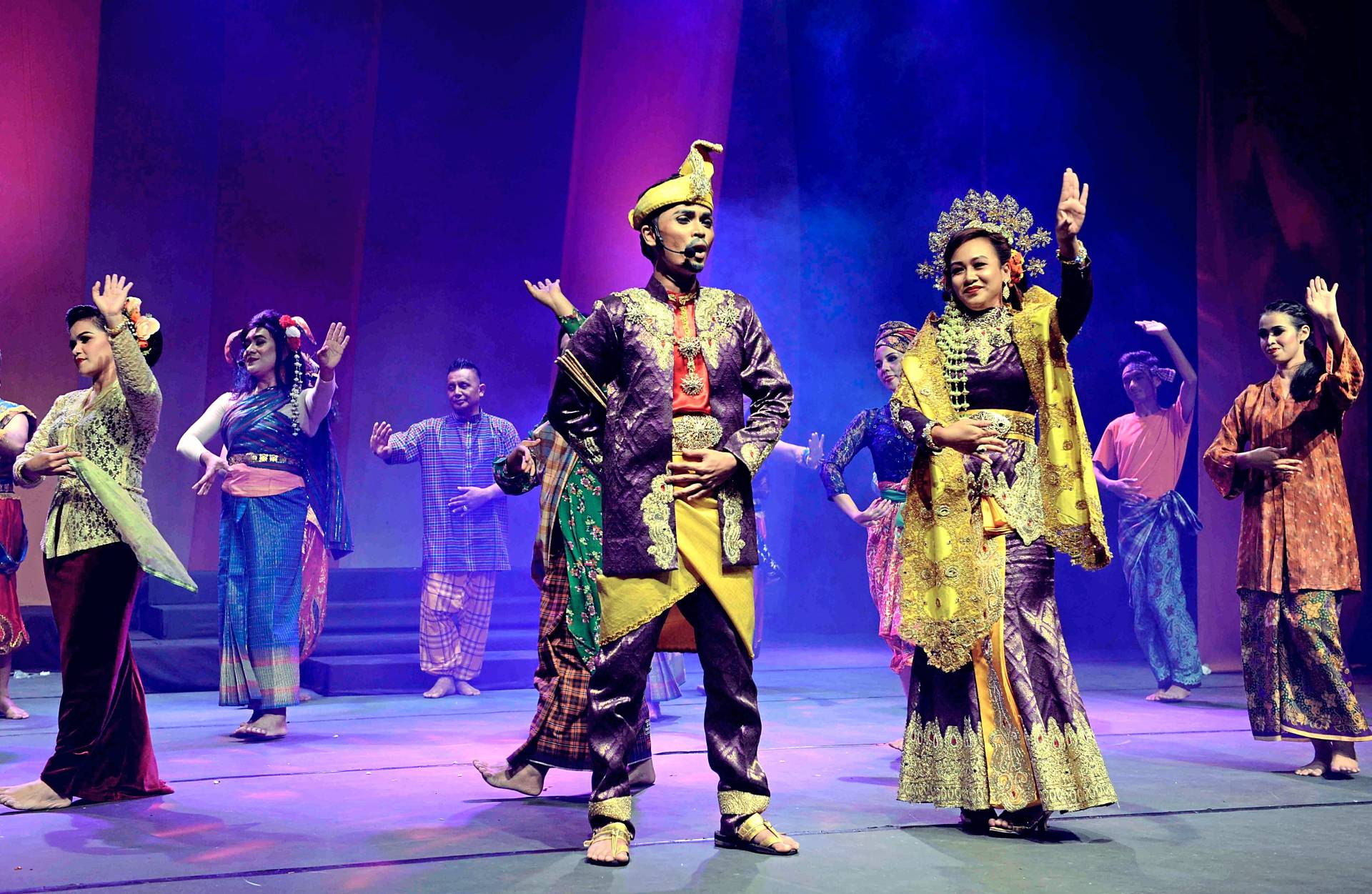 Keeping traditional theatre alive