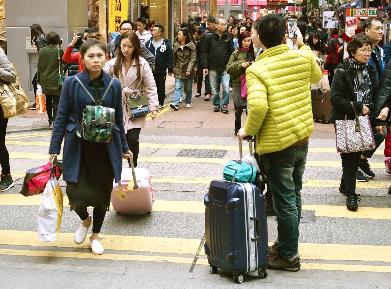 10月访港旅客逾331万人次 按年急跌43.7%