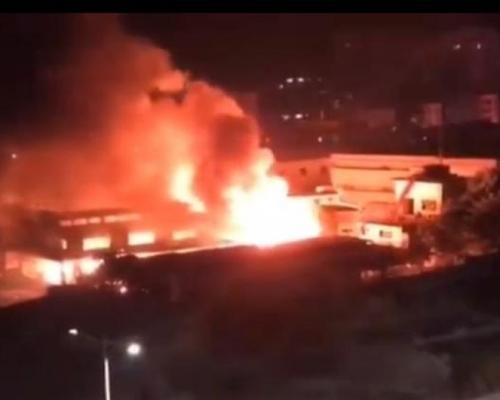 惠州有工厂发生火灾 现场连续传出巨大爆炸声
