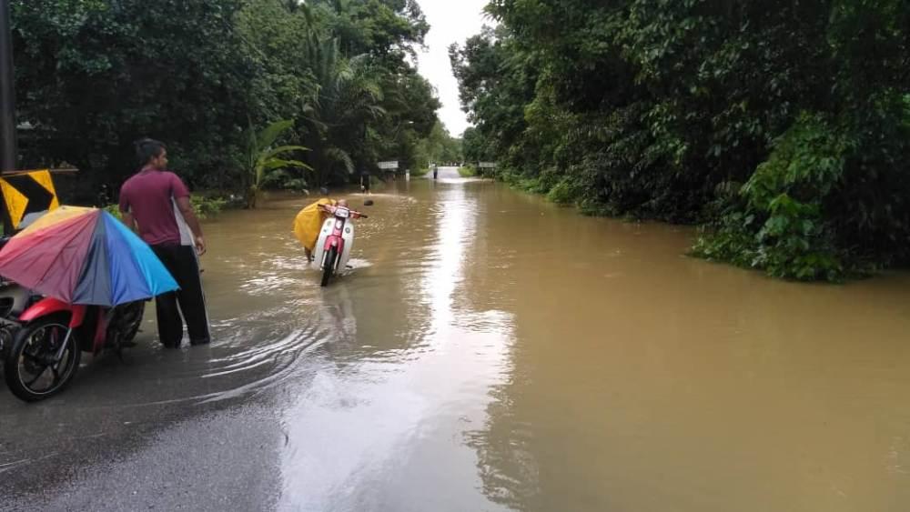 Heavy rain causes four Terengganu rivers to breach danger level