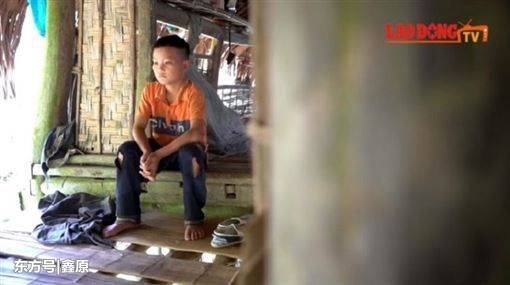 """感动!越南十岁孤儿""""自耕""""养自己,引发网友热议:今后一定成才"""