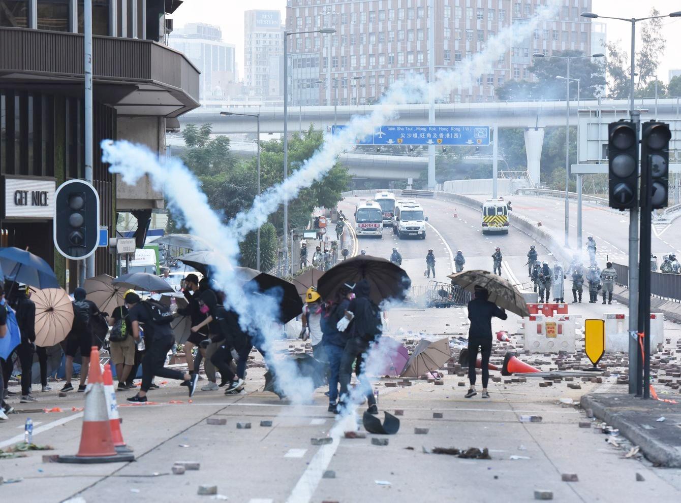 【修例风波】警拟用木弹驱示威者 民权观察促停止武力升级